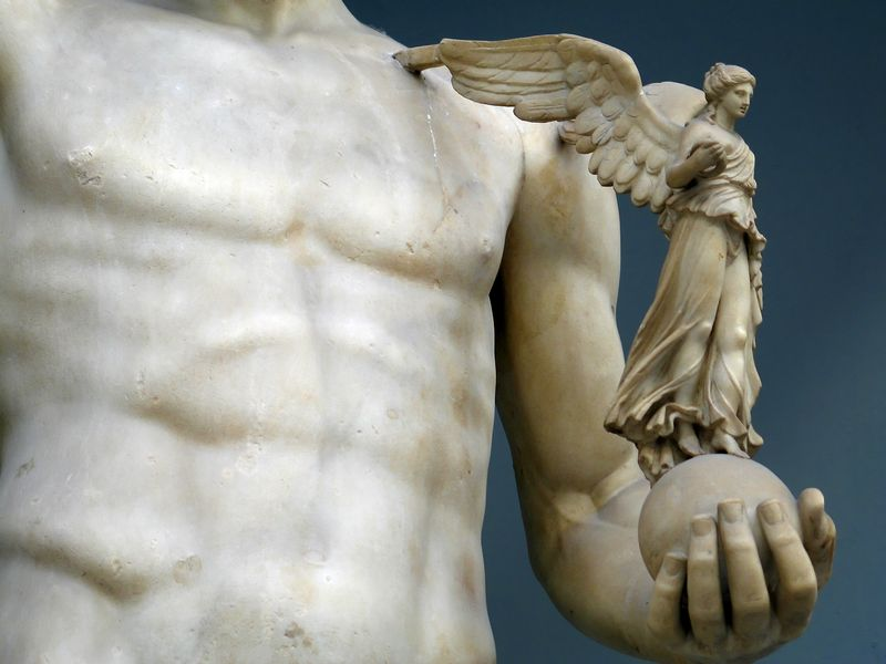 Angel_Sculpture_in_Vatican_Museum